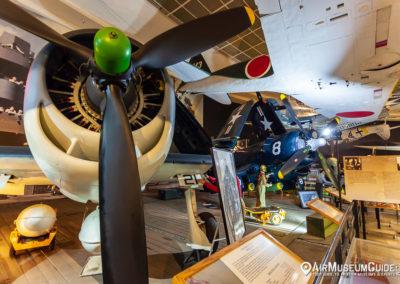 Grumman F6F-3 Hellcat & Vought F4U-7 Corsair