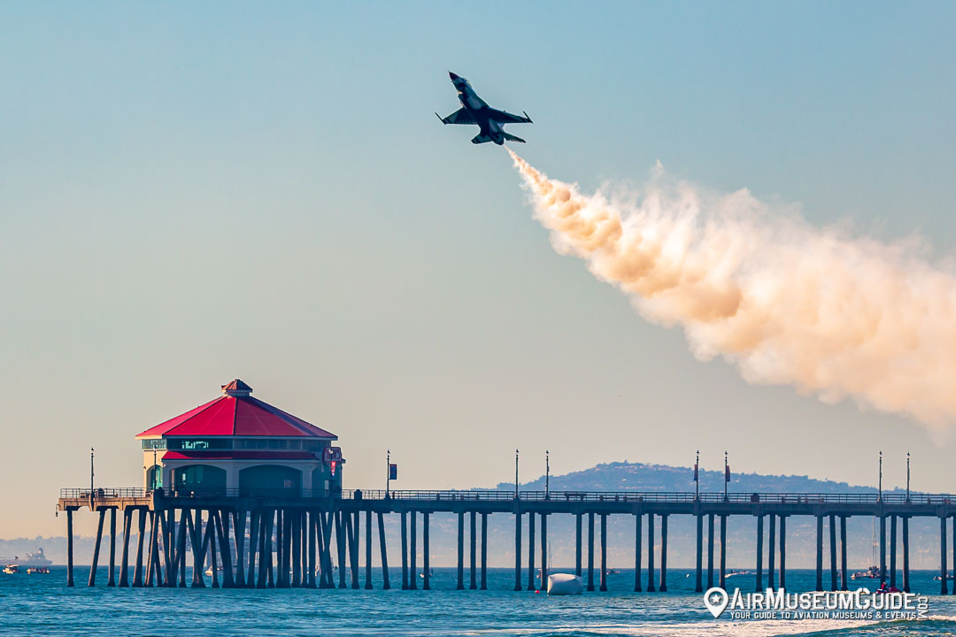 Thunderbirds flying General Dynamics F-16C Fighting Falcon