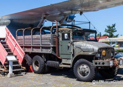 M211 6x6 truck